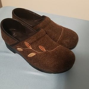 Brown felt Dansko size 42 fall details